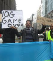 Mohamed Alhoumekani manifestant à Bruxelles contre le régime dicatorial de Guelleh